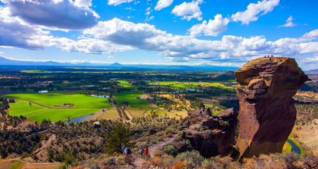 Misery Ridge Trail at Smith Rocks State Park, a popular rock climbing area in central Oregon near Terrebonne. 写真素材