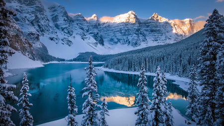 Beautiful Scene in one of the Rocky Mountain, Banff National Park - Canada Stock fotó - 124968128