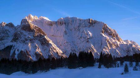 Wetterstein Mountains in winter, close Garmisch, Upper Bavaria, Bavaria, Germany Stock fotó - 130116550