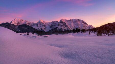 Wetterstein Mountains in winter, close Garmisch, Upper Bavaria, Bavaria, Germany Stock fotó - 130116745