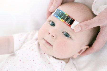 Measuring a babys temperature