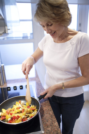 hobs: Woman cooking LANG_EVOIMAGES