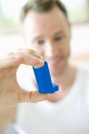 Asthma inhaler use LANG_EVOIMAGES