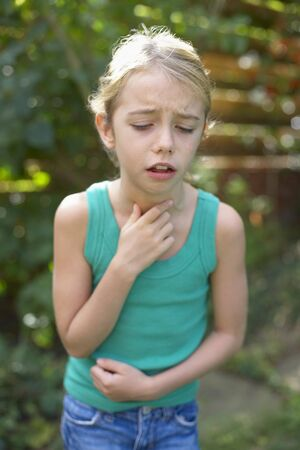 coughing: Girl coughing LANG_EVOIMAGES