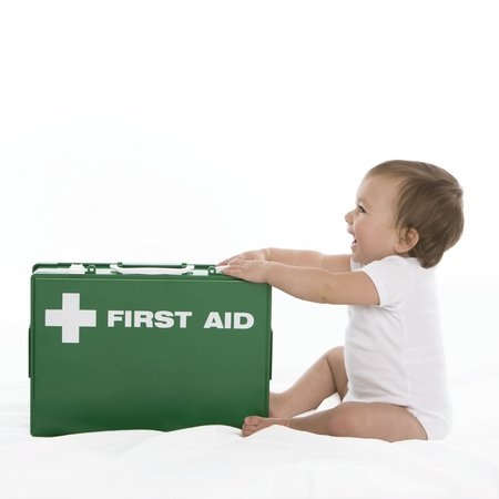 Baby first aid LANG_EVOIMAGES