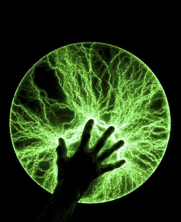 Plasma disc with hand LANG_EVOIMAGES