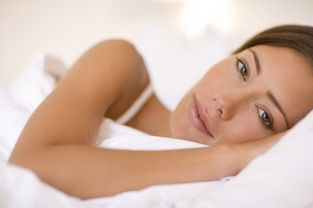 Woman in bed LANG_EVOIMAGES
