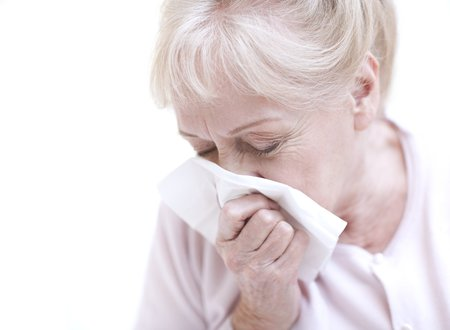 hayfever: Senior woman blowing her nose