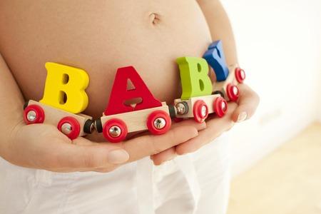 Pregnant womans abdomen LANG_EVOIMAGES