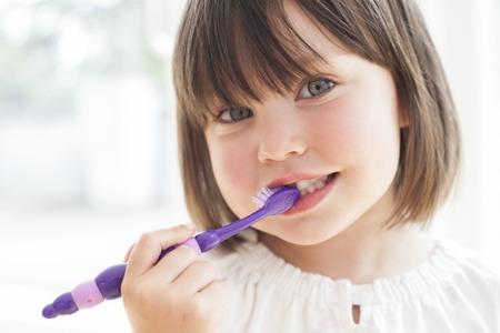 Toddler brushing her teeth LANG_EVOIMAGES