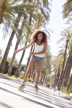 rollerblading: Adolescente, patinaje LANG_EVOIMAGES