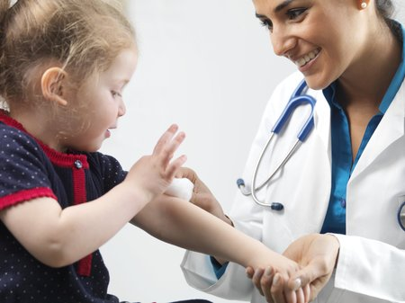 Paediatric examination LANG_EVOIMAGES
