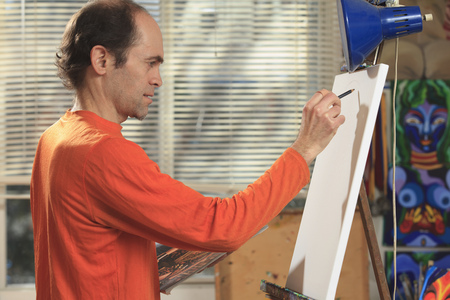 asperger: Man with Asperger syndrome in art studio
