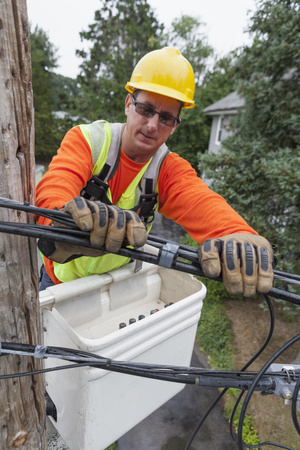 lineman: Cable lineman at site