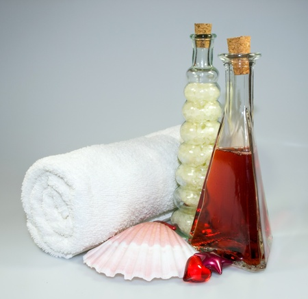 Bath ans spa acessories in red and white