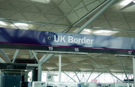 Control de pasaportes del aeropuerto