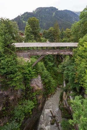 Wooden bridge in tirol Banque d'images