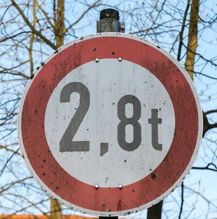 paso de peatones: Señal de tráfico alemana Foto de archivo
