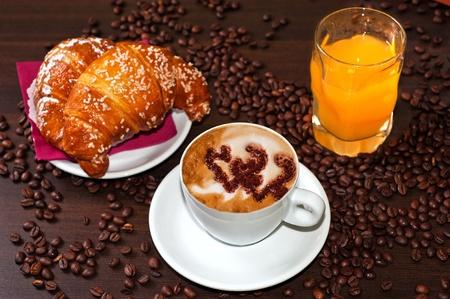 capuchino: Cappuccino croissant y zumo de naranja