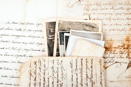manuscrita: Letras velhas com fotos antigas Banco de Imagens