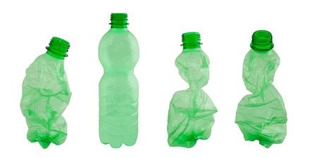 plastico pet: Las botellas de pl?stico aislado en blanco