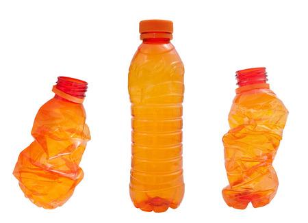 botellas vacias: Botellas de plástico de color naranja aislados en blanco Foto de archivo
