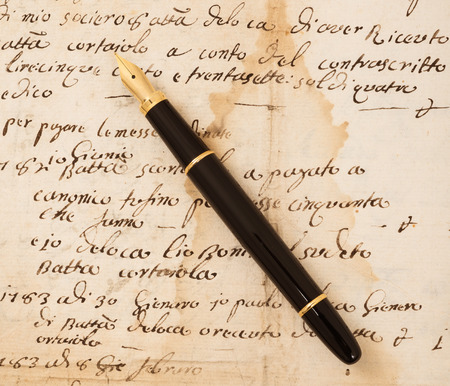 Fountain pen on an antique  letter Stock Photo - 27470567