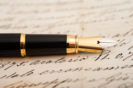 papier a lettre: Stylo plume sur fond lettre