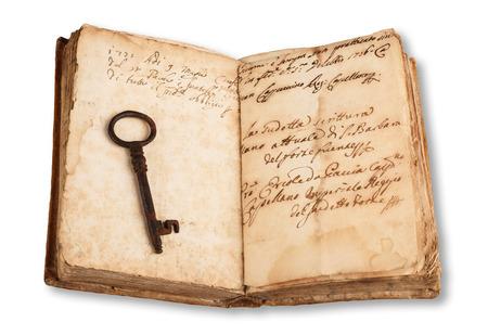 libros abiertos: Viejo clave en el viejo libro abierto aislado en blanco Foto de archivo