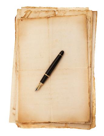 comunicación escrita: Fountain pen on a pile of old sheets Foto de archivo