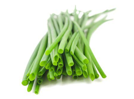 cebollin: Cebollino fresco grupo aislado en el fondo blanco