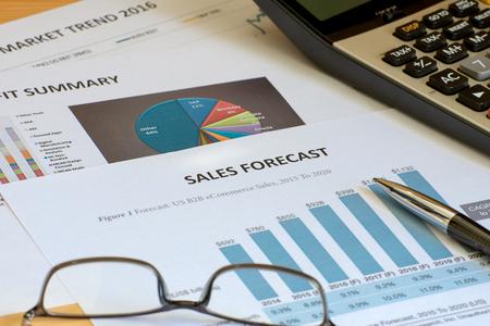 cuadro sinoptico: ventas de contabilidad financiera pronosticar an�lisis gr�ficamente Foto de archivo