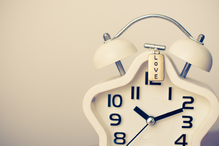 Closed up of white modern clock on the background with sun light 版權商用圖片