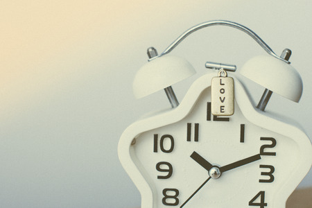 Closed up of white modern clock on the background with sun light Stockfoto