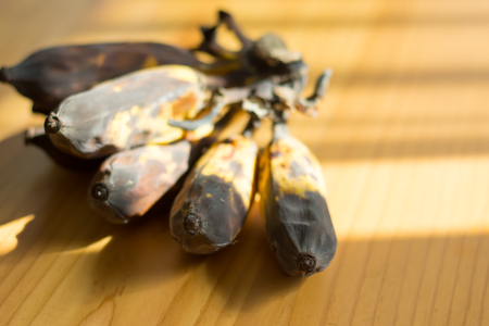 The banana rot on the wooden table with sunlight Stockfoto