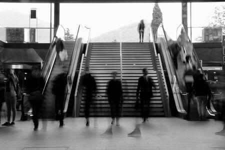 people walking undergroun Archivio Fotografico - 125031187