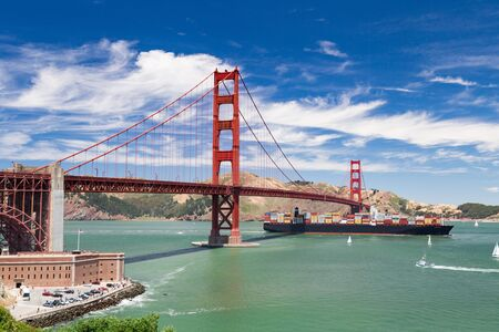 wide angle photography of Golden Gate bridge Imagens