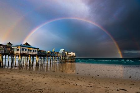 rainbow near seashore 新聞圖片
