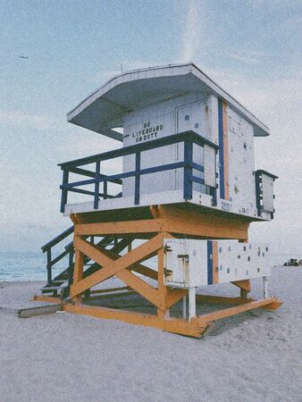 white and brown lifeguard house on seashore Imagens