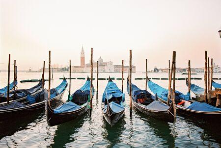 blue gondola boats 写真素材 - 131903782
