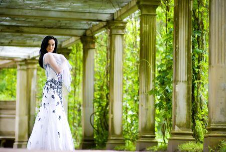 tuinhuis: Mooie jonge vrouw in tuinhuis
