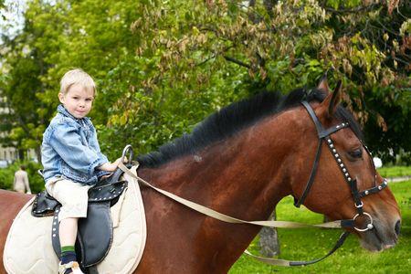 horseback riding: Little kid to go on horseback