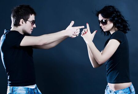 argumentation: Young couple play on war