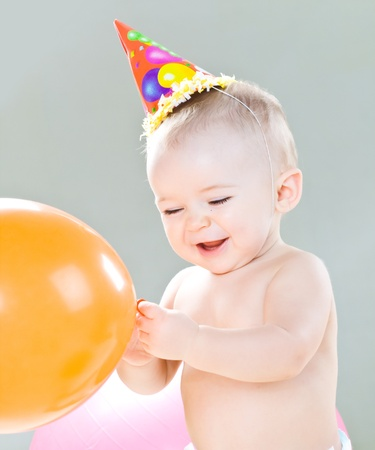 bebe sentado: Primer cumplea�os del ni�o lindo