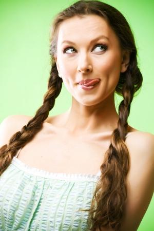 voluptuosa: Retrato de hermosa funny girl lick de labios