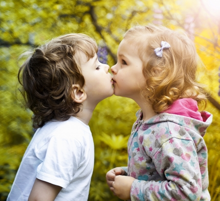 Little boy kissing a girl Stock fotó