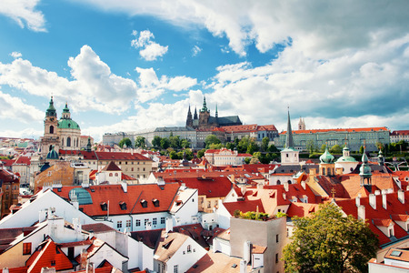 praga: Beautiful view to Prague castle and St. Vitus cathedral, Prague, Czech republic