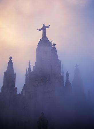 sacre coeur: Temple du Sacré-C?ur de Jésus sur Tibidabo, Barcelone, Espagne Banque d'images
