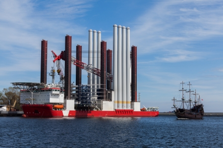 Ship Type: Offshore construction jack up with a cargo.