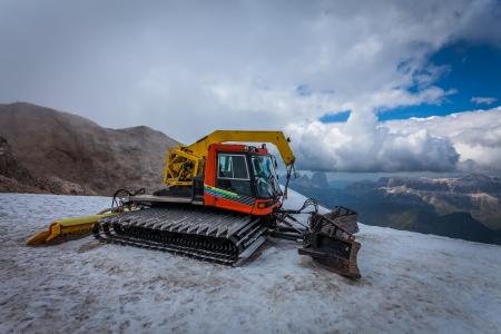 snowcat: Snow groomer with standard equipment